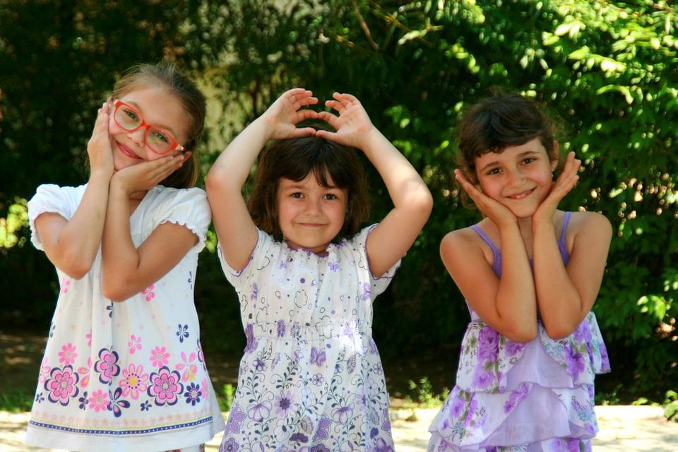 girls-946285_960_720