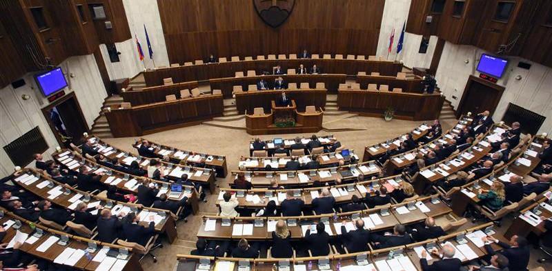 Na pôde parlamentu zazneli otázky rodičov