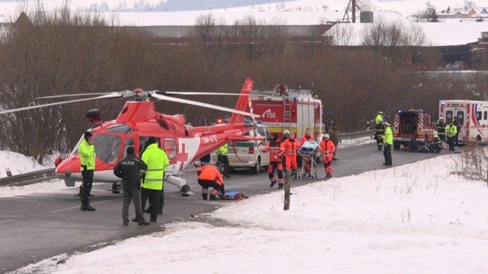 Zdroj fotografie: Polícia SR | V obci Spišské Bystré dňa 22. februára 2018 dostalo auto šmyk a vrazilo do skupiny detí, ktoré sa vracali zo školy. Dvanásť z nich je zranených