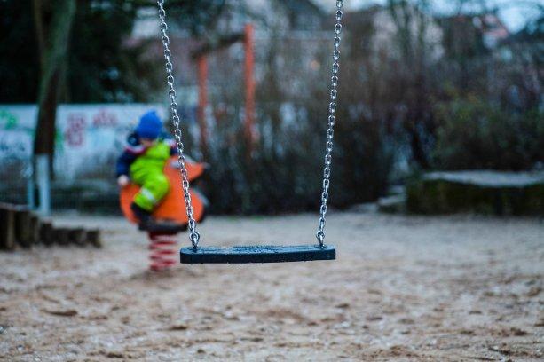 Dnes viac ako polovica detí so zdravotným znevýhodnením zostáva za bránami materských škôl. Je tu odôvodnená obava, že podiel detí, ktoré nedostanú opateru, sa po zavedení povinnej škôlky ešte zvýši | Foto – unsplash.com
