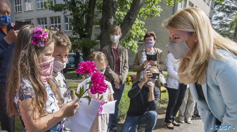 Prezidentka Zuzana Čaputová pri znovuotvorení základnej školy na deň detí v Lozorne | Foto – TASR