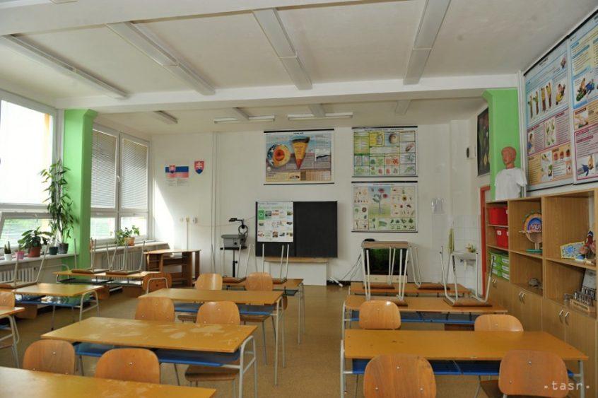 Školské triedy ostávajú naďalej zväčša prázdne | Foto – TASR