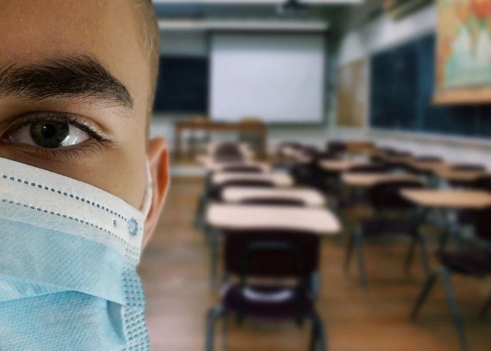 Nemocnice sa plnia a školy aj preto ostávajú prázdne | Foto – pixabay.com