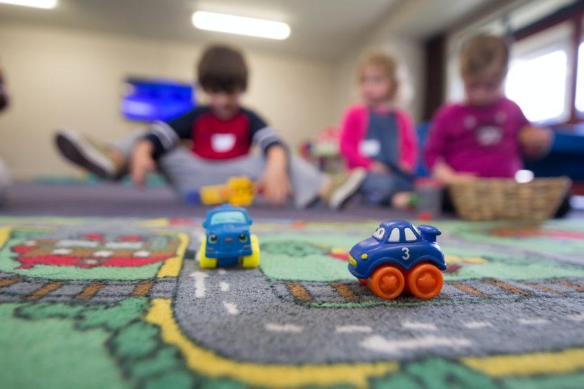 Povinnosť prijať do škôlok všetky päťročné deti sa v rôznych častiach Slovenska prejaví znížením dostupnosti predprimárneho vzdelávania pre mladšie deti   Foto – unsplash.com