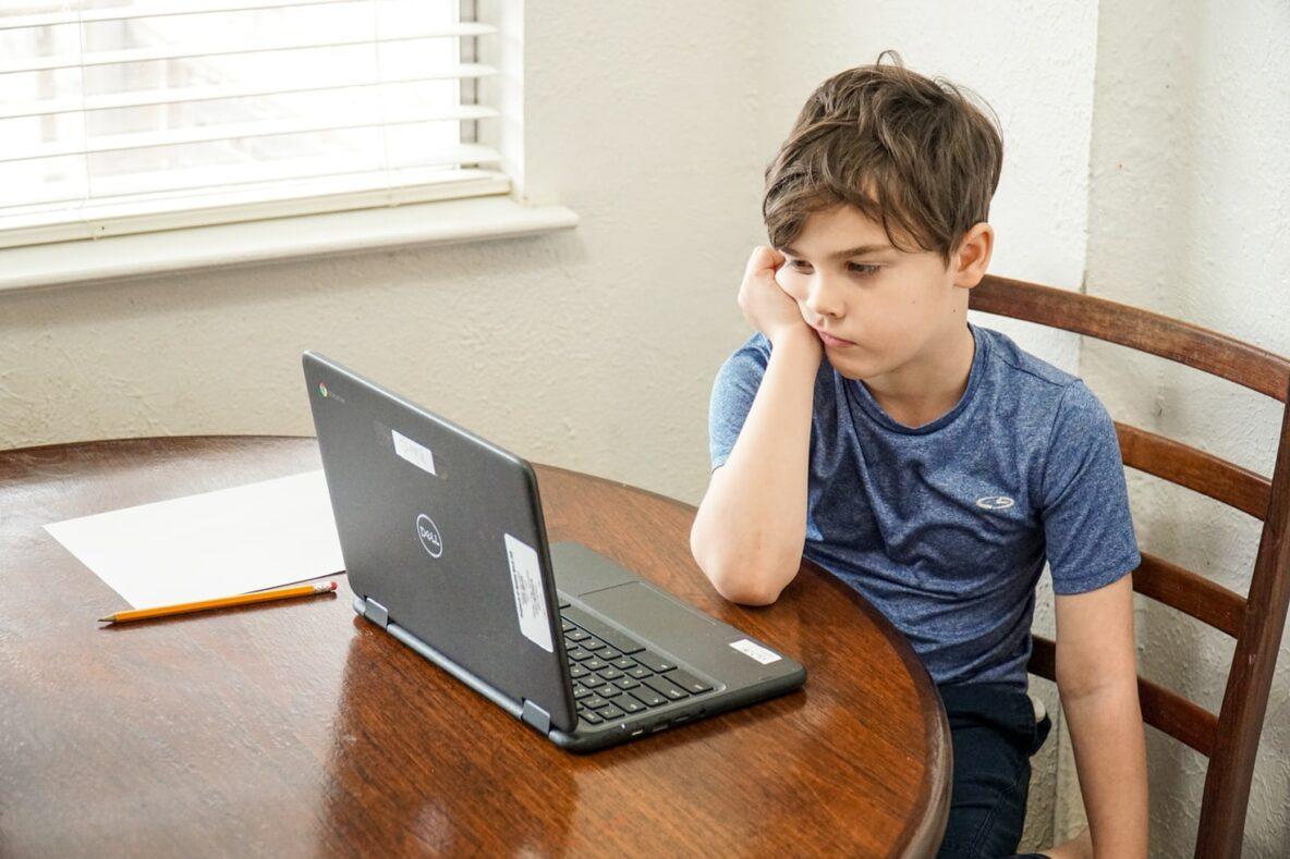 Prieskumy potvrdzujú, že dištančné vzdelávanie prehlbuje rozdiely | Foto – unsplash.com